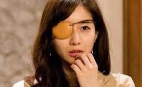 Mの田中みな実の眼帯がみかんの皮に見えると話題!秘書の姫野礼香の役柄を演出